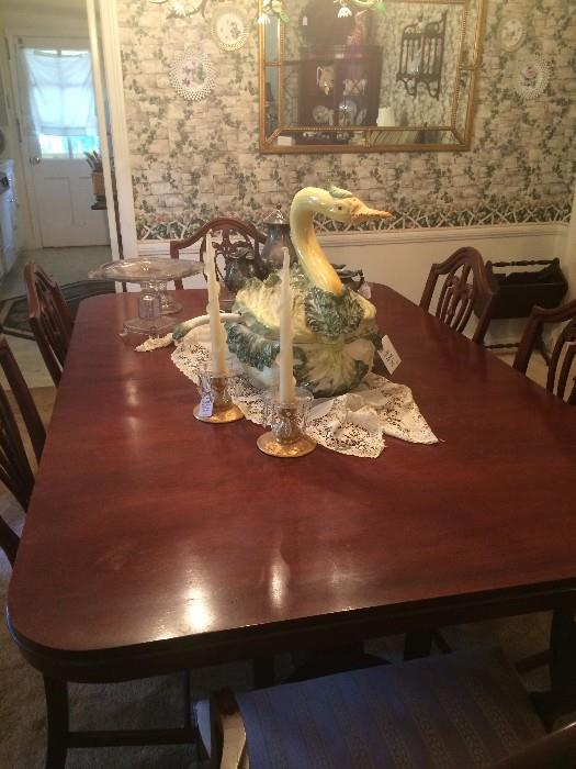 Duncan Phyfe table & 6 chairs; large goose tureen