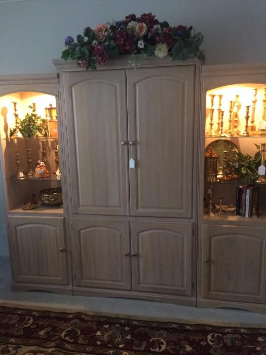 Three-piece blonde wall unit with glass shelves