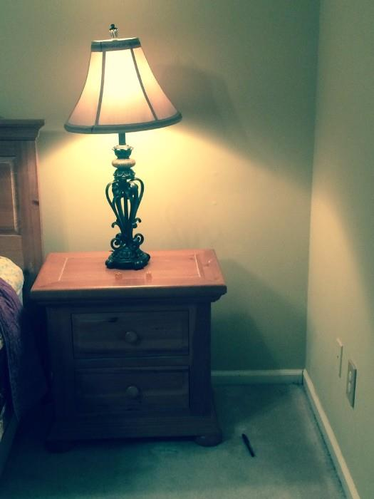 bed side broyhill pine table