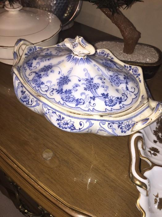 GORGEOUS ANTIQUE HAND-PAINTED SOUP TUREEN