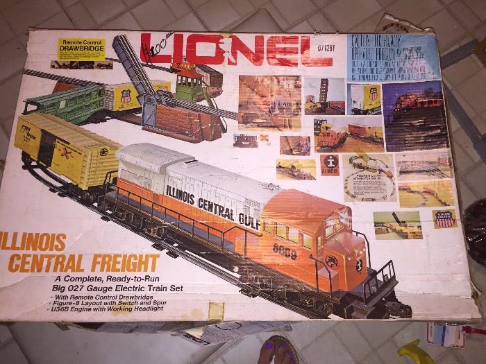 LIONEL ILLINOIS CENTRAL FREIGHT COMPLETE TRAIN SET
