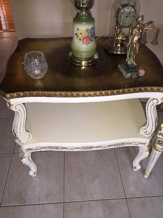 WHITE ITALIAN TABLE WITH LACQUER TOP