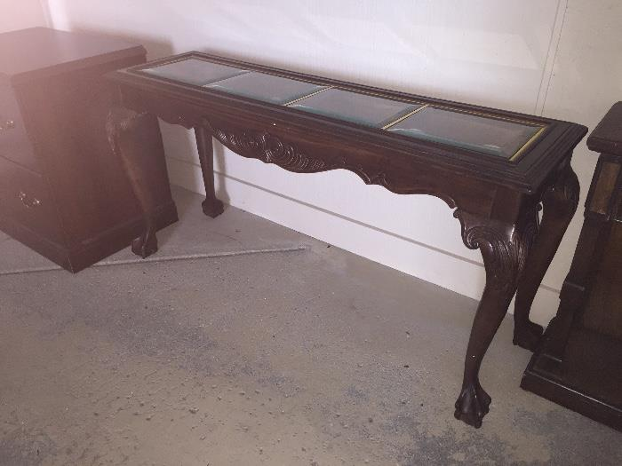 BEAUTIFUL HANDCARVED WOOD SOFA TABLE WITH CLAW FEET ( SOLD AS IS / CHIPPED GLASS ON TOP)