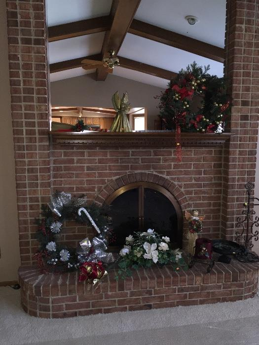 CHRISTMAS WREATHS AND HOLIDAY DECOR'