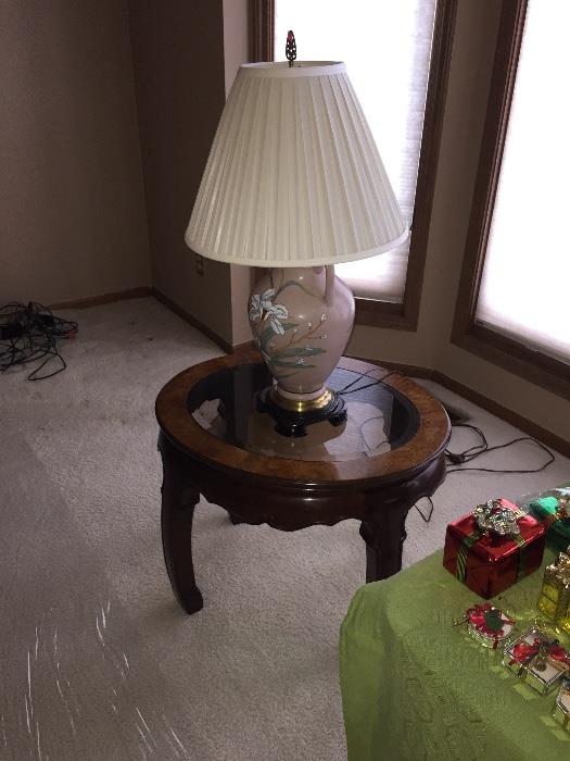 GORGEOUS AMERICAN FURNITURE CLASSICS OVAL SIDE TABLE
