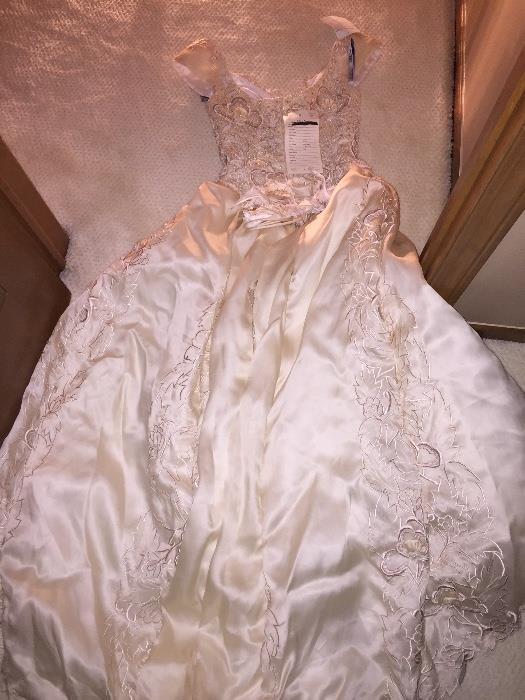 BEAUTIFUL WEDDING DRESS SIZE 8