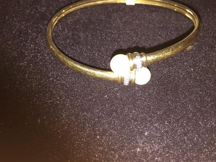 BEAUTIFUL 14K YELLOW GOLD BANGLE WITH NATURAL PEARLS AND DIAMONDS