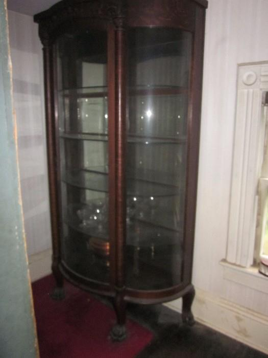 Beautiful Curio with curved glass.  The picture does not do it justice.   Very good condition.