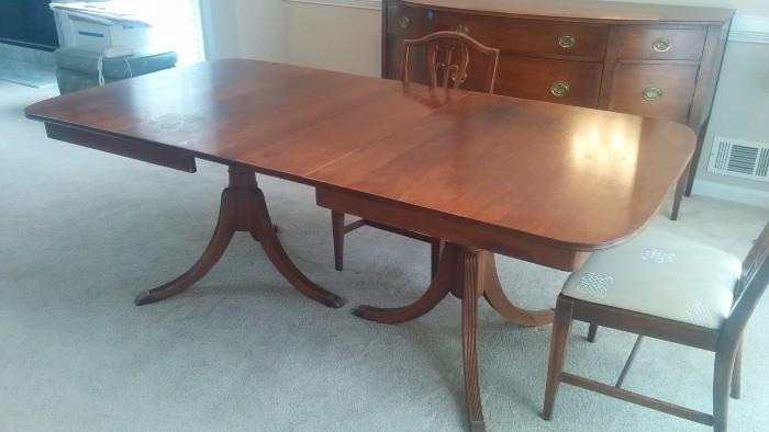 A Lovely 1940's mahogany twin pedestal Duncan Phyfe dining table, with three leaves.