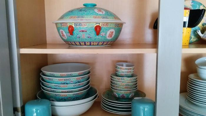 26-Piece set Asian turquoise/white/yellow/red china