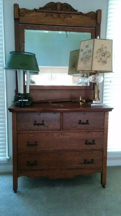 4-drawer oak dresser, with tilt mirror