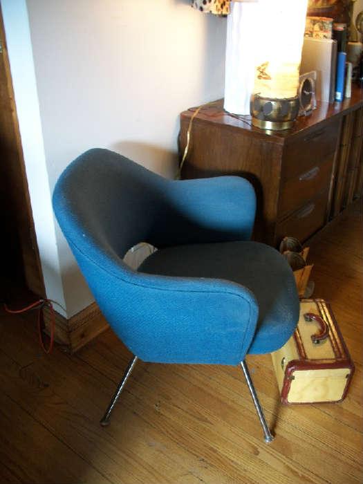 Saarinen chair