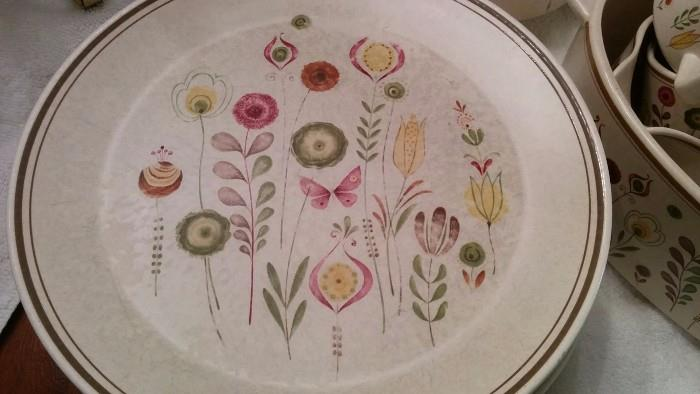 """Here's a close-up of the Lenox Temperware """"Sprite"""" pattern dinner plate. Very MCM chic, but produced in the 80's & 90's, and speaks volumes of how much a hipster you are.                                                                    You probably coffee at Octane, drive a Prius and only listen to vintage vinyl on your B & O system, right?!?"""