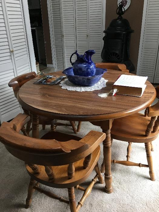 Solid oak table, 4 chairs & 2 leaves