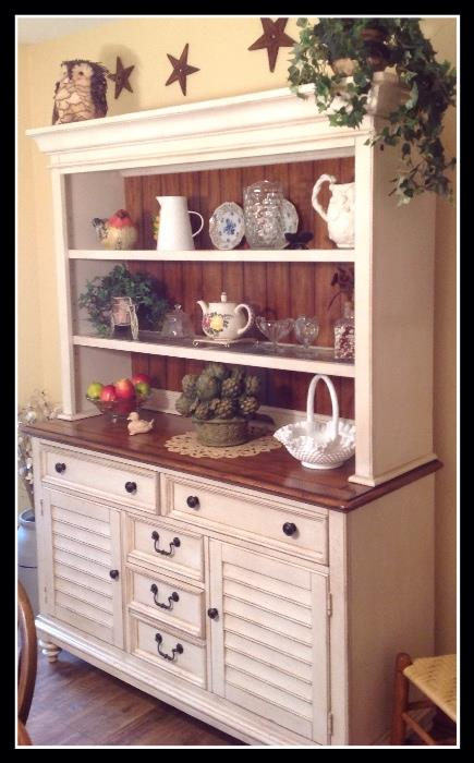 White/cream hutch with wood top. Beautiful quality piece with faux drawer that pulls out and could be used as computer table.