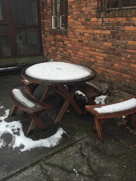 SOLID WOOD ROUND TABLE WITH BENCHES