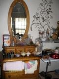 Oval mirror/chest of drawers oak