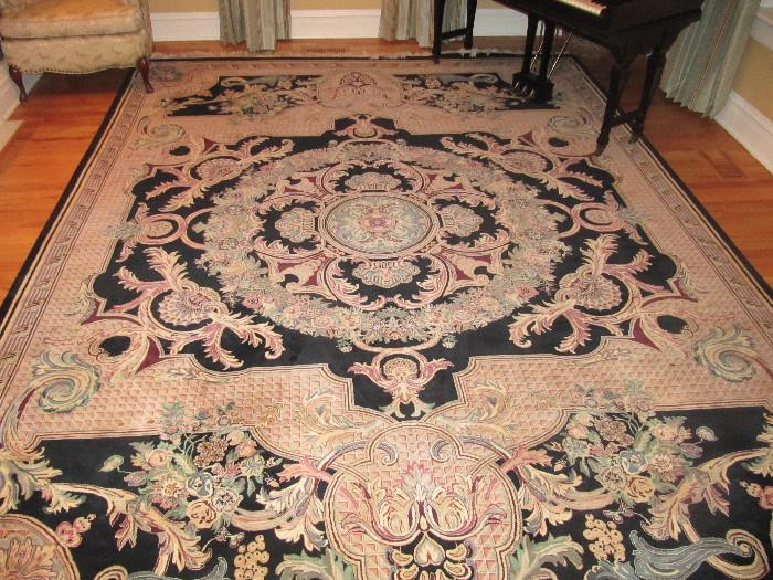 9' X 10' Hand Knotted Rug. Very fine quality with many knots per square inch.