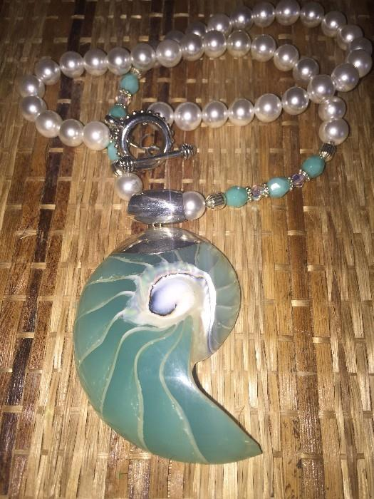 GORGEOUS STERLING SILVER AND FAUX PEARL SEASHELL NECKLCE