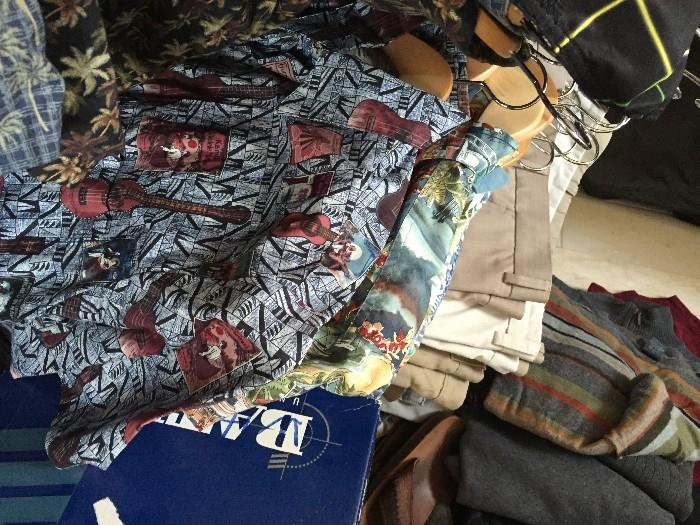 MENS CLOTHING SIZE MEDIUM / PANTS SIZE 32-34