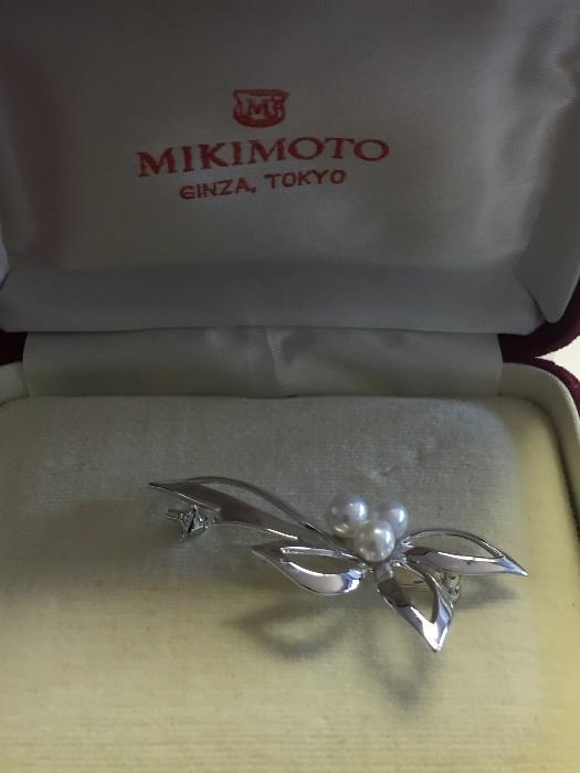 MIKIMOTO STERLING SILVER AND PEARL BROOCH