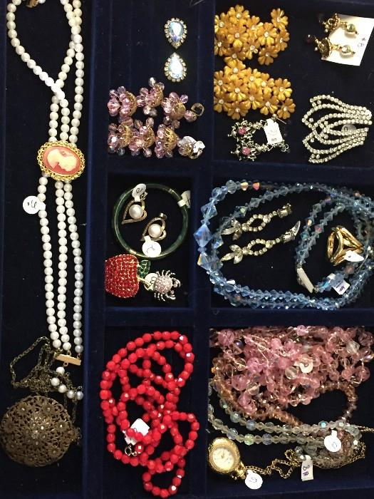 VINTAGE CRYSTAL JEWELRY