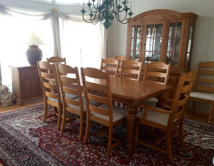 Broyhill Knotty Pine Dining Room Set