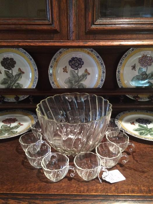 Punch bowl/cups; decorative plates