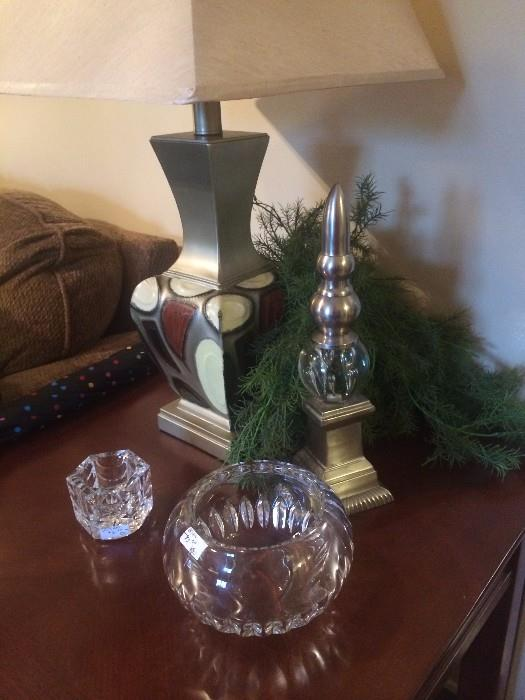 End table, lamp, rose bowl, and other decor