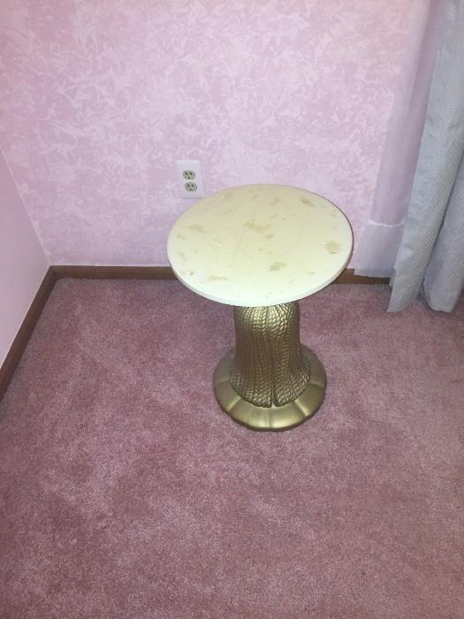 SMALL VINTAGE MARBLE TOP AND METAL BASE ROUND TABLE