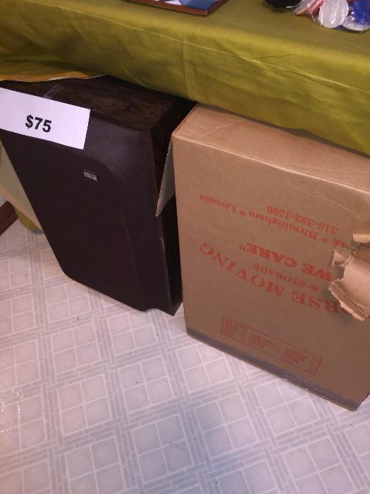 VINTAGE SPEAKERS SET OF 2 IN ORIGINAL BOX