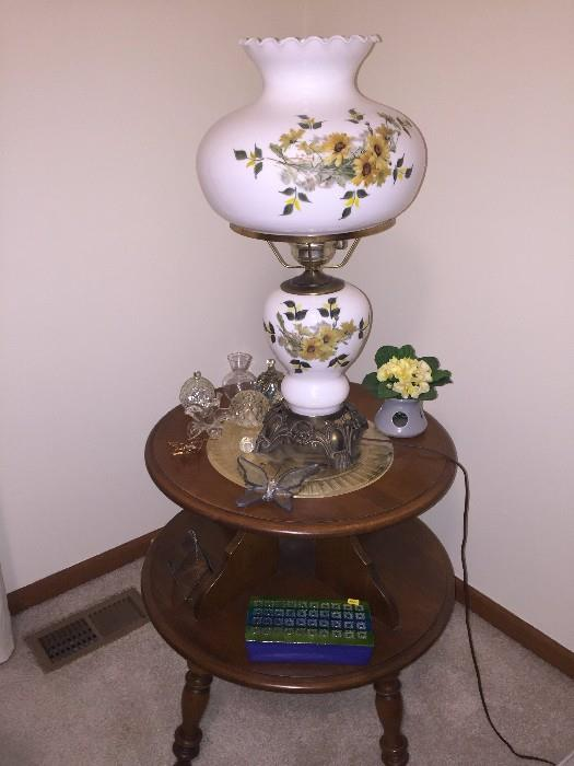 TWO-TIER TABLE AND LAMP