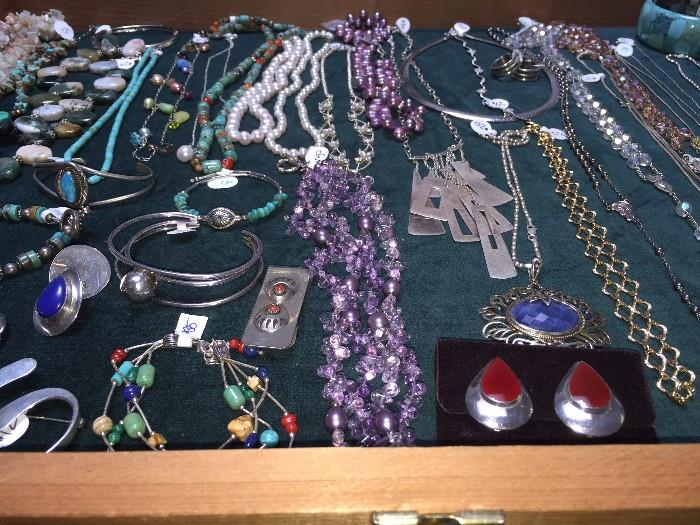 STERLING SILVER JEWELRY, TURQUOISE JEWELRY, NAVAJO NATIVE AMERICAN JEWELRY, PEARLS, NATURAL STONE JEWELRY