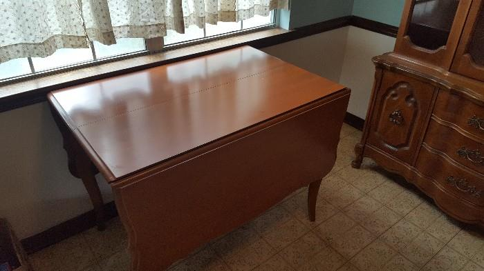 Broyhill table and 6 chairs