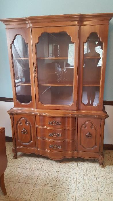 Broyhill china cabinet