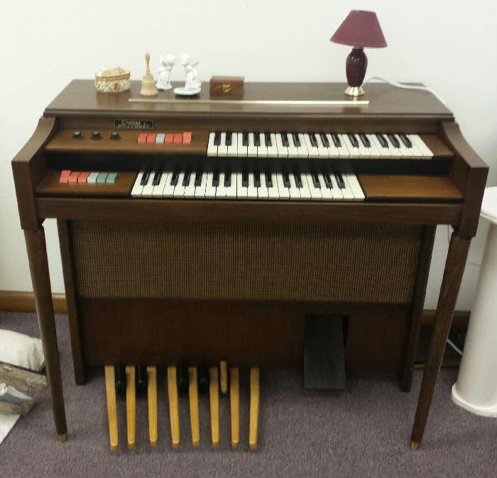 Thomas by Heathkit organ