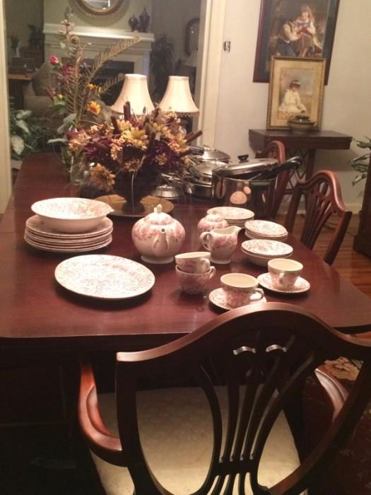 duncan phyfe dining table with the church hill pink peony china
