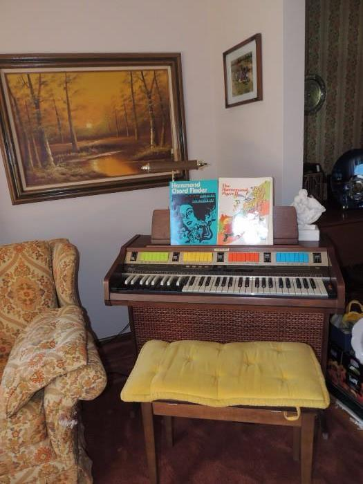 Hammond Piper II organ and bench