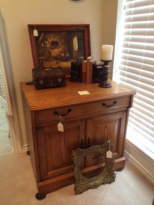 Wash stand; decorative items