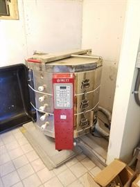 Skutt Electronic electric kiln 1227 and Enviorvent for the Kiln. The Kiln has not been used very much.