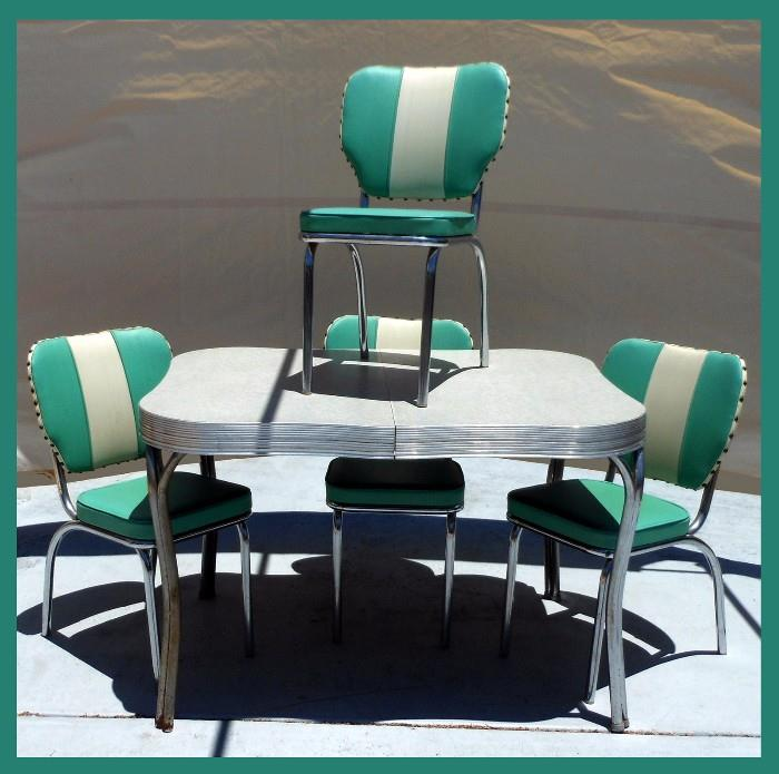 Gorgeous Classic 1950s Dinette Set in Excellent Condition