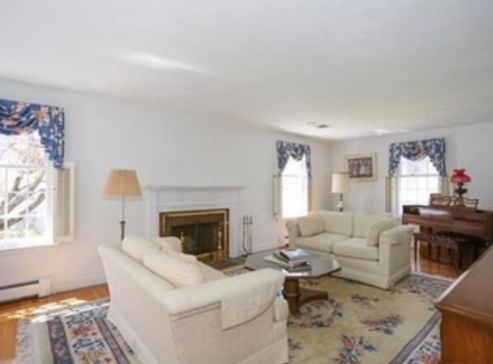 Formal living room furniture in excellent condition