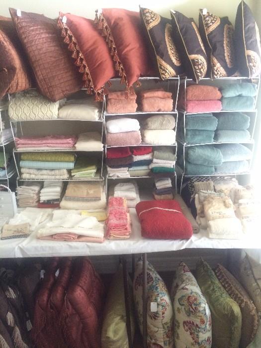 Linens and mannnnnnny decorative pillows
