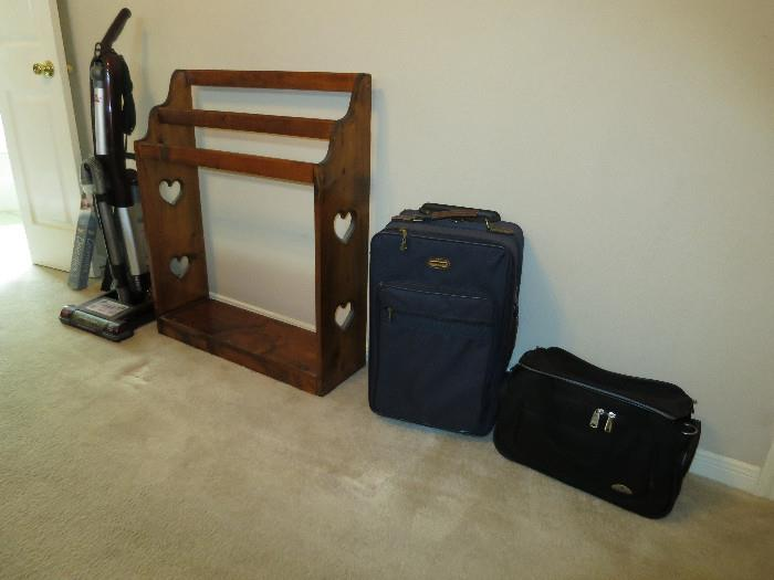 Quilt Stand, Luggage