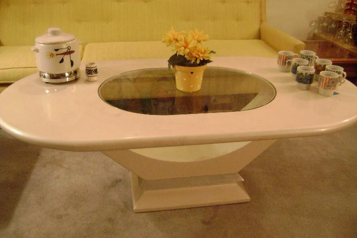 NICE WHITE OVAL 80'S COFFEE TABLE