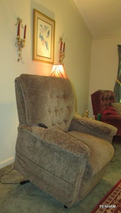 Lift chair in excellent condition! See additional photos
