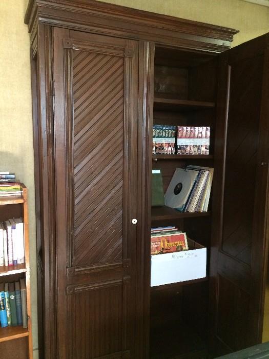 Storage armoire