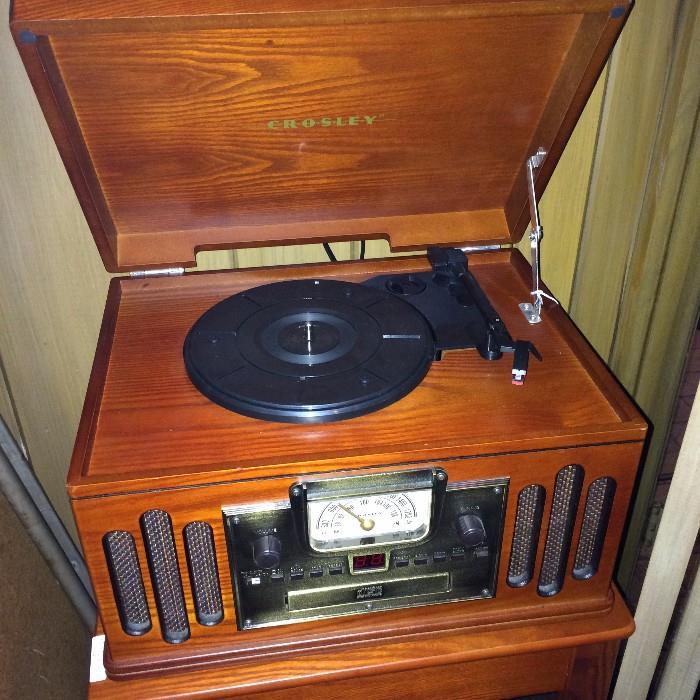 Vintage-looking Crosley Radio CR 74 - musician entertainment center