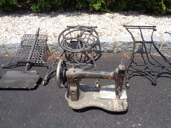Vintage sewing machine - foot pedal (not electric)