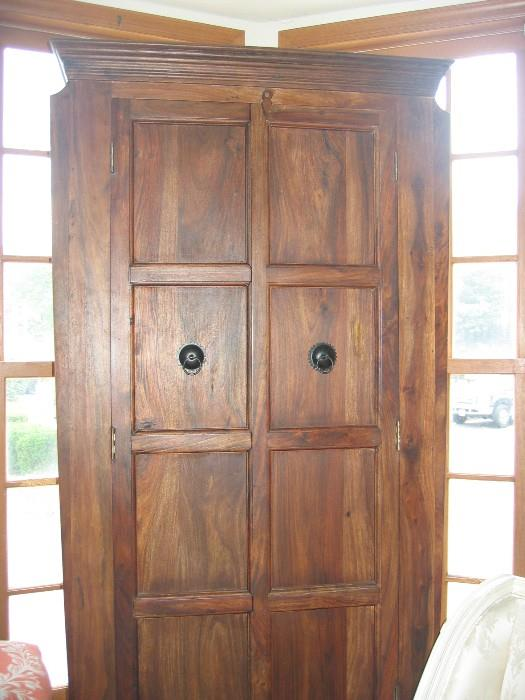 Sweater armoire of solid wood.